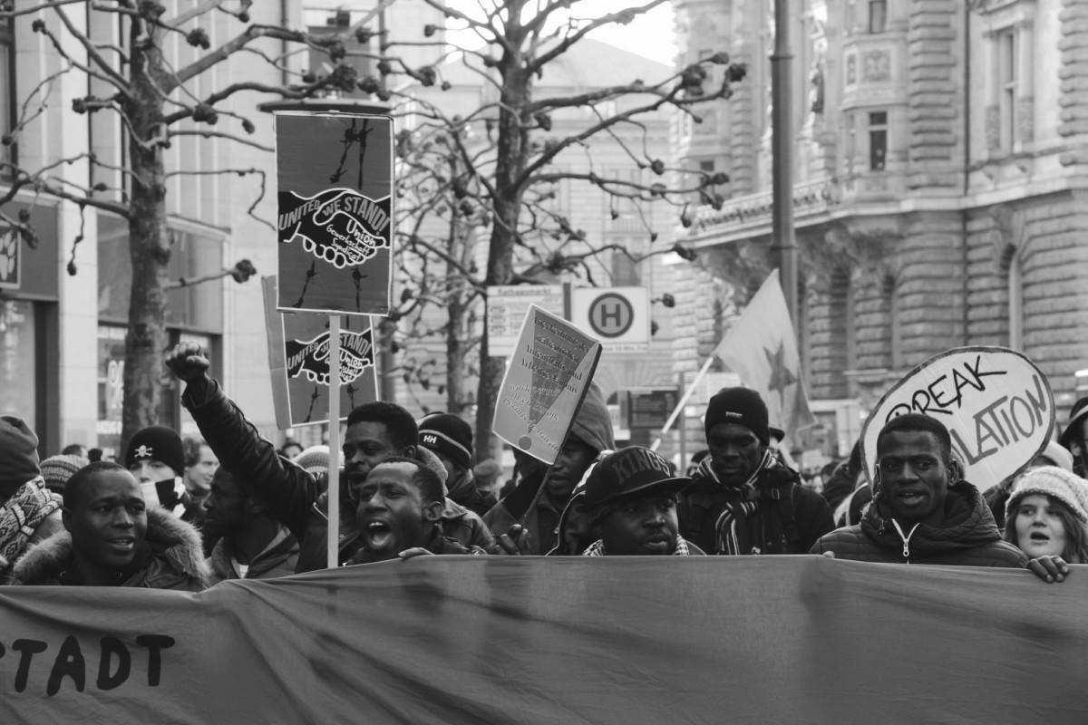 Zwischen Aneignung, Anfechtung und Einforderung von Citizenship:  Wie sich Geflüchtete zu Bürger_innen ermächtigen